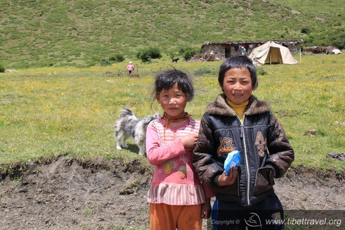 Tibetan children in Sichuan