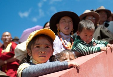 You can see many Tibetan families taking their Children to join in the grand Nagqu Horse Racing Festival.