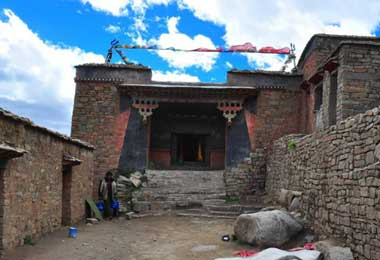 You may take a visit to the Zunzhuipu Temple which been built around Milarepa's cave.