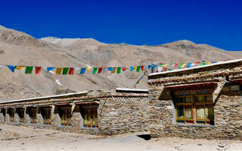 Hotels along the Way from Lhasa to Everest Base Camp