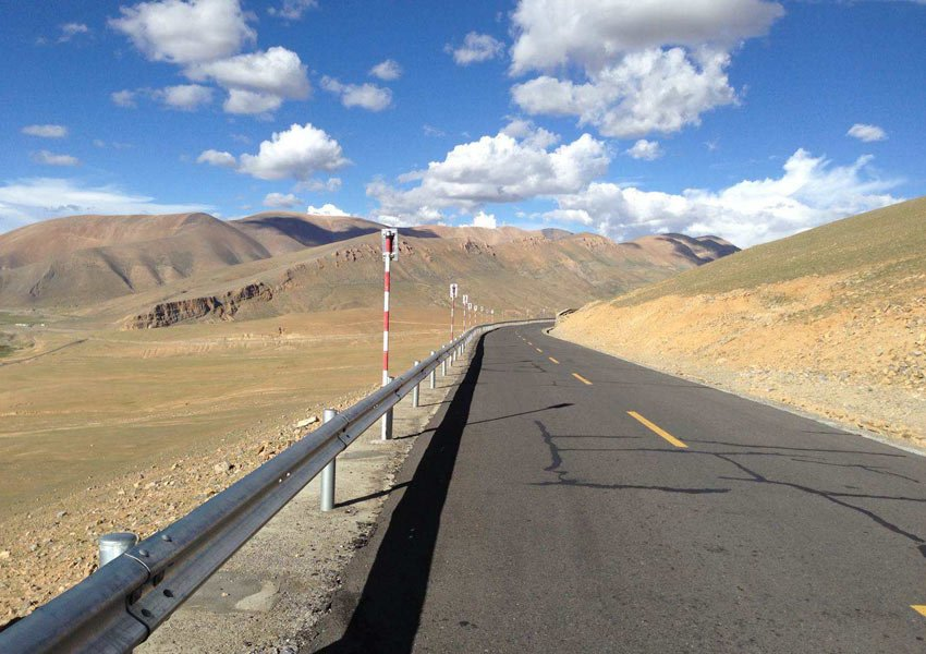 The road is in good condition and quite flat at the first day towards Everest