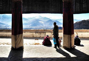 The spectacular vista of Drepung Monastery