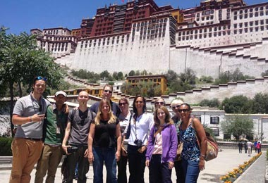 A group of foreign travelers visit Potala Palace