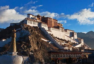 Amazing Potala Palace at twilight