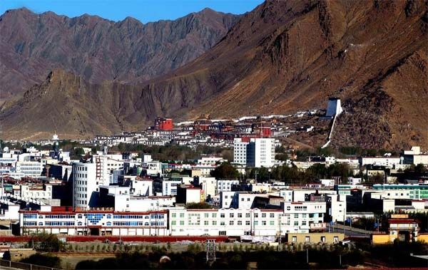 The view of Shigatse city with Tashilhunpo Monastery at the background.
