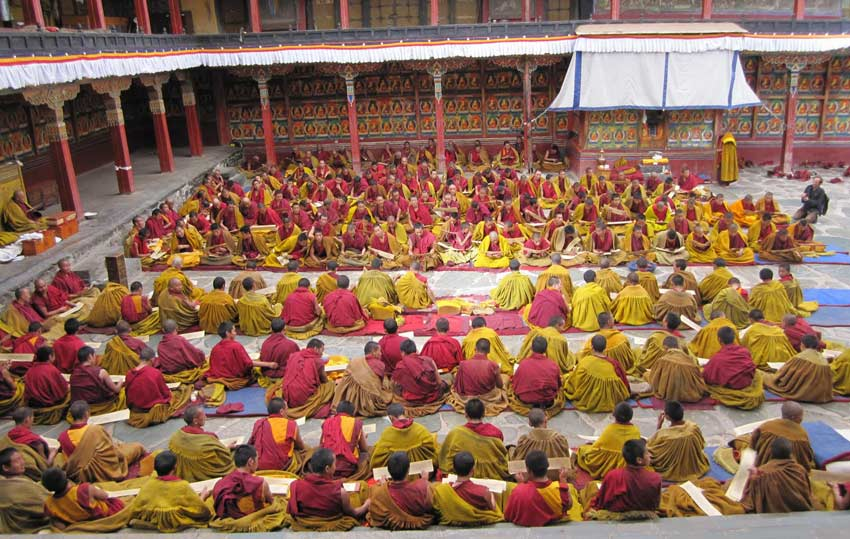 Nowadays, there are still over 800 monks living and studying in Tashilhunpo Monastery.