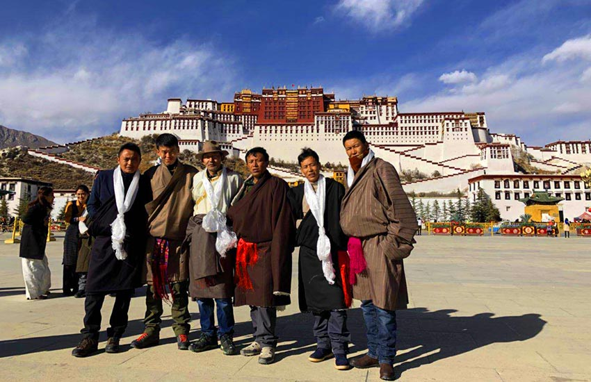 Tibet Vista Tour Guide
