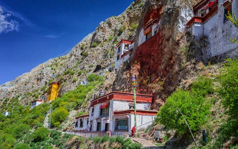 Buddhist Hermitage: guide to top 2 buddhist hermitages in Tibet
