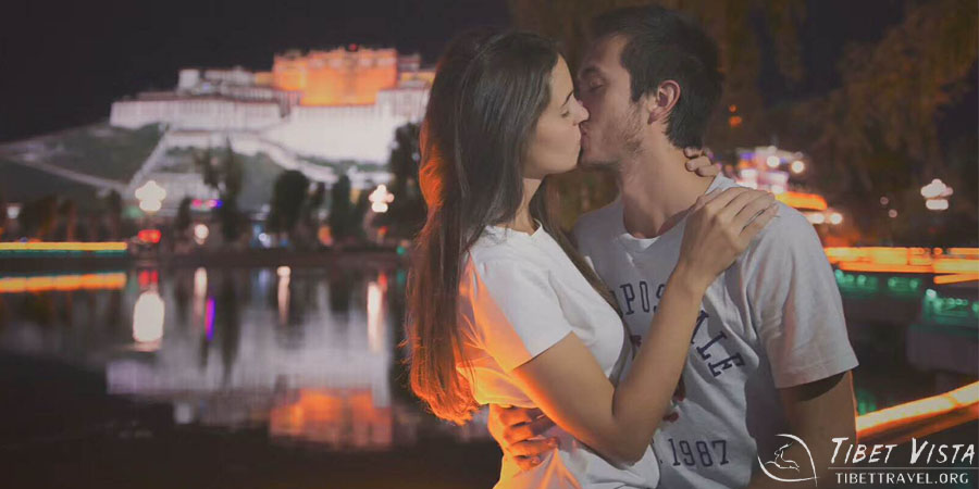 A kiss in front of the holy Potala Palace
