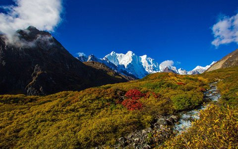 Everest Trek: Trekking Routes along The Gama Valley