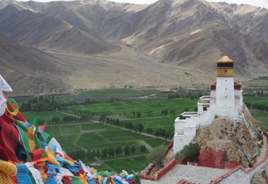 Yumbu Lhakhang, the first palace ever built in Tibet, is located on the top of Zhaixi Ceri Hill.