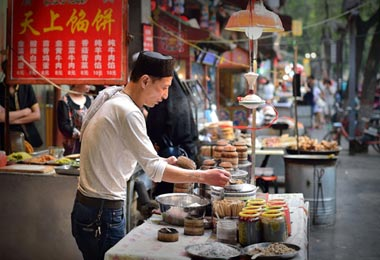 Tourists can taste many local snacks while visiting Muslim Street.