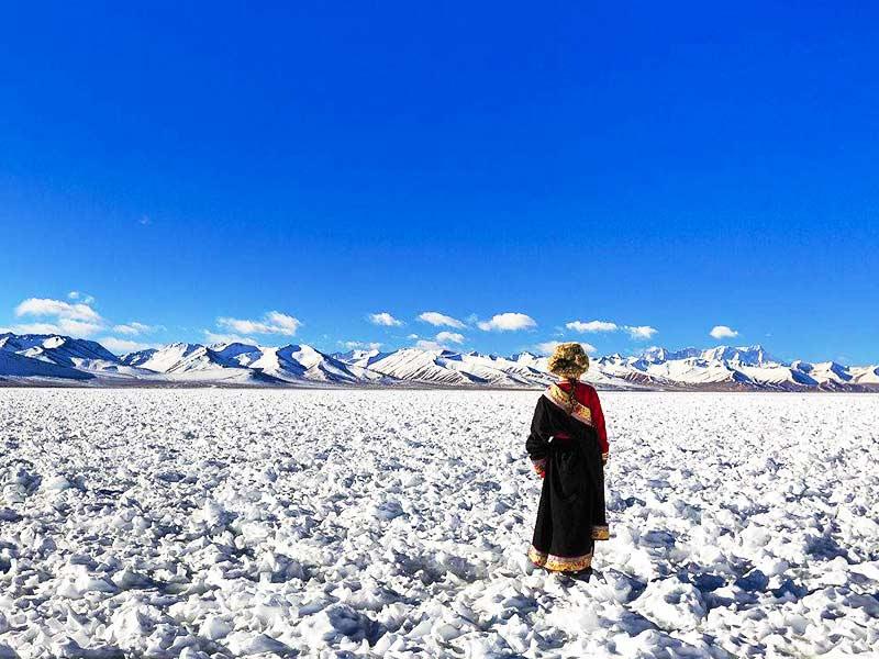 Appreciating the breathtaking snowscape in Tibet winter