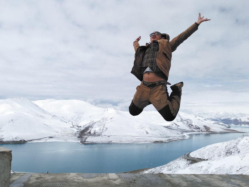 Yamdrok Tso Lake in Tibet winter