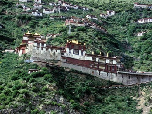 the full view of Drigung Til Monastery