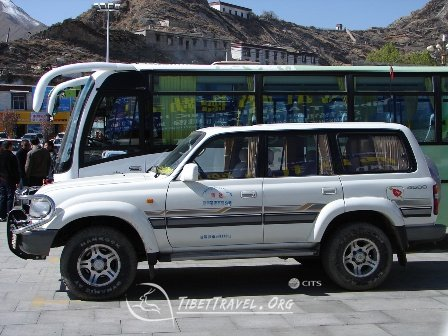 toyota 4500 and tourist bus