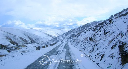 Sichuan Tibet Highway in winter