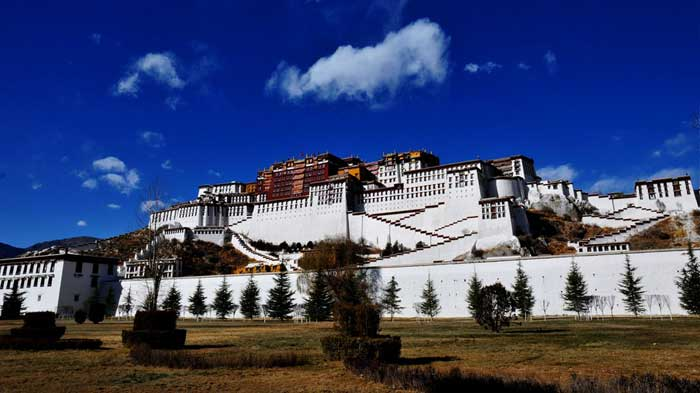 peaceful-potala-palace